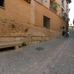 Virtual tour Walk by the streets of the village Alquézar